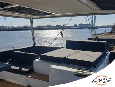 Qu'est-ce qu'un bain de soleil sur un bateau ?