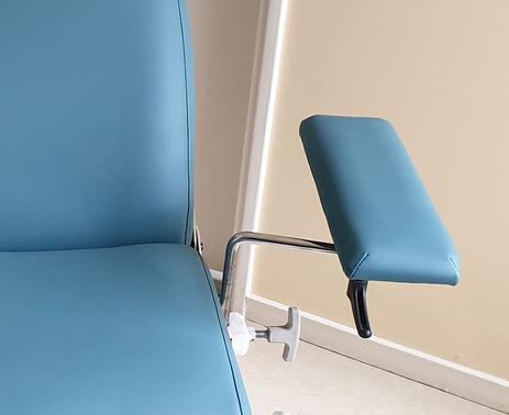 Artisan sellier spécialisé dans la réfection de fauteuils médicaux à La Rochelle